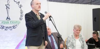 """Lillis Ó Laoire ag canadh """"Níl sé ia Lá"""" i gcuimhne Mhuiris"""